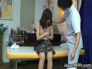 Extremely ištvirkęs japoniškas milfs čiulpimas
