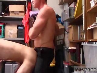 Naakt politie homo movieture en harig oud man
