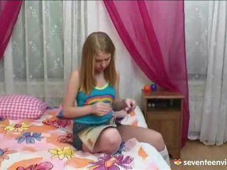 מאונן onto שלה divan