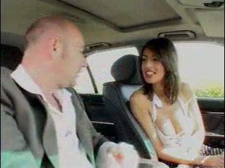 Αμάξι γαμήσι με Καυτά ιταλικό γκόμενα