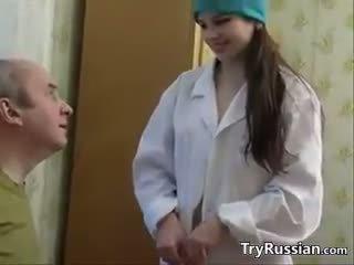 جذاب الروسية ممرضة having جنس مع ل المريض