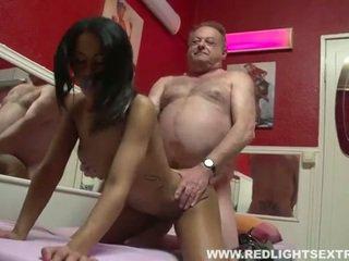 Brudne stary pervert gets młody gorące prostytutka na kamera