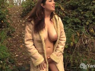 Ωραίος ερασιτεχνικό amber masturbates outdoors