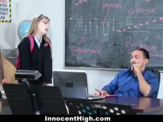 Innocenthigh- graziosa rossa fucks suo insegnante