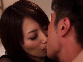 Saki kouzai den sensuous momen jag skulle vilja knulla takes fördel av en younger pinn