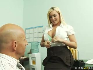 Caldi boss memphis monroe has hardcore sesso in ufficio video