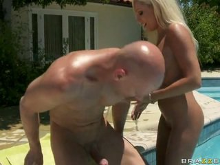 A Rich Housewife And The Pool Male