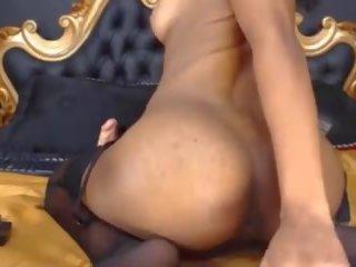Barely wettelijk sara met zwart tepels en groot kont: porno 39
