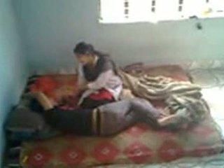 Bangladeshi медицински студент с bf в mess (leaked)