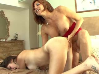 Malaking suso madrasta seduces tinedyer into pussylicking: Libre pornograpya a7