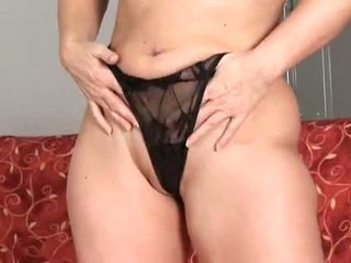 Anilos: rijpere ouder blondine anaal bead spelen !