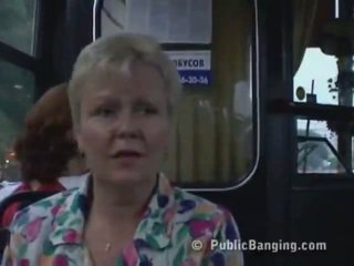 Verbazingwekkend publiek seks in een stad bus. wow!