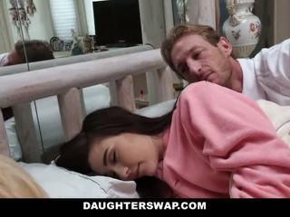 Daughterswap - daughters 性交 中 sleepover
