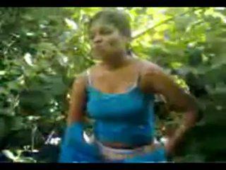 North 印度人 村 女孩 性交 在 丛林