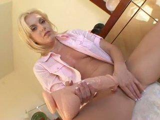 Tyttö pelissä seksi kanssa iso dildos