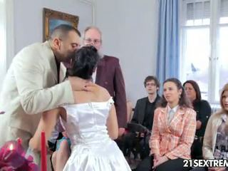 Scandalous زفاف