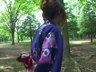 Quente geisha em uniforme sucks caralho em o toilets