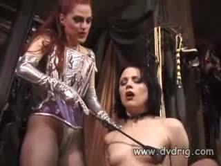 Lesbisk bitches boo dilicious charlie og lili anne skjema en sex chain sticking gummi dildos i hver andre kuse