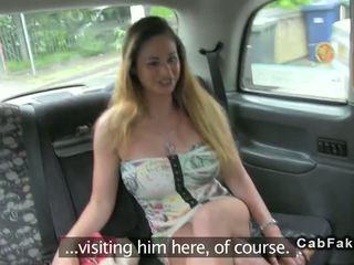 חזה גדול הונגרי בייב זיון ב בריטי fake taxi