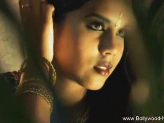 De dance van india revealed