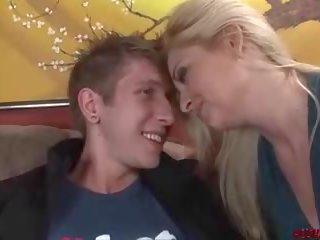 Nxehtë mami does anale me i ri stranger, pd porno të jetë