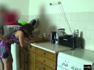 Step-mom 力 性交 和 得到 體內射精 由 step-son 而 她 是 stuck
