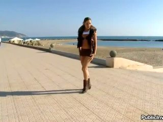 Russisch hottie giving pijpen op publiek strand