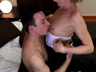 奶奶 性交 成 毛茸茸 的陰戶 同 年輕 公雞: 高清晰度 色情 98