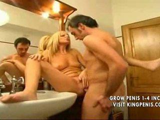 Blondine italiaans moeder plays met zoon