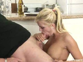 Vollbusig blond andi anderson fucks die guy die helpe