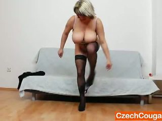 Czech Cougars: Mature woman wearing stockings pleasures her hole.