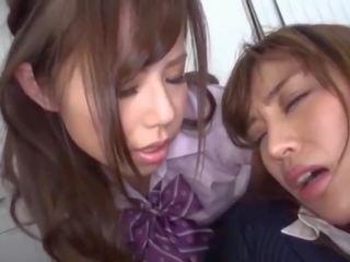 Japans schoolmeisje dominates en humiliates haar leraar