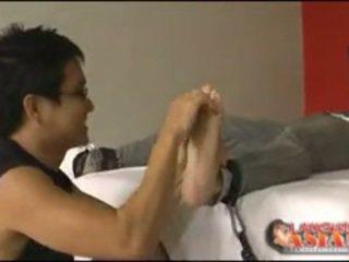 Mateo tied và tickled