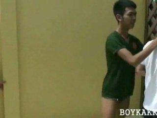 Thailand gay hubungan intim seks bertiga