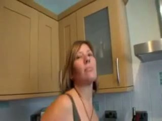 7 minutes van komkommer loving rijpere in keuken