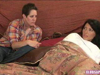 Zoey holloway a kat trávit the den v lůžko