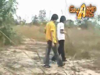 Thai binken geniet anaal massage