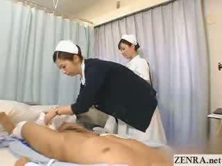 Japonská zdravotní sestra practices ji honění technika