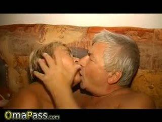 Omapass бабичка и дядо е enjoying секс