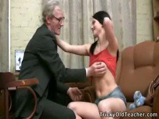 колеж секс, стар млад секс, seduced by my stepmom