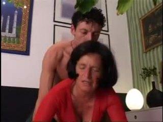 Giving nenek yang baik keras dicking !