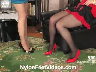 Ninon e agatha sporco calze autoreggenti piedi film azione