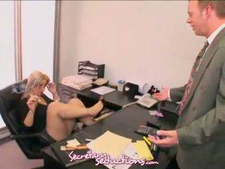 Sneaky sekretaris sara vandella