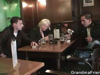 Two dudes bang totally apreibtas vecmāmiņa