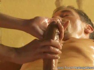Piękne blondynka mamuśka masaż