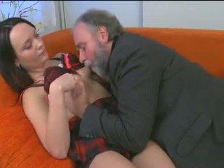 Išdykęs jaunas mergaitė enjoys senas boner