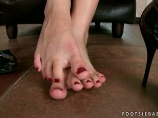סקסי בלונדינית nymph abbie cat caresses שלה סקסי סקסי רגליים ו - begins ל gets חרמן