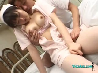 Asain medmāsa getting viņai bumbulīši rubbed vāvere fingered līdz a pacients par the gulta uz the slimnīca