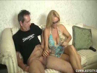 Huge-titted nemfomanyak enjoys külotlu çorapları cocks