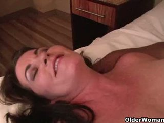 Mature milf gets creampie